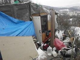Bezdomovci vyráběli pervitin v přenosné varně ve svém příbytku na louce ve