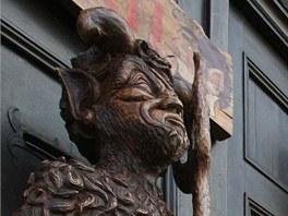 Svérázný výtvarník a řezbář Jaroslav Stejný vyřezal 170 centimetrů vysokého