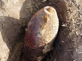 Na Znojemsku objevil hleda� kov� v zemi stokilovou pumu.