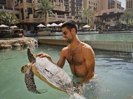 V bazénu hotelu Burj Al Arab si užíval například tenista Novak Djokovič.