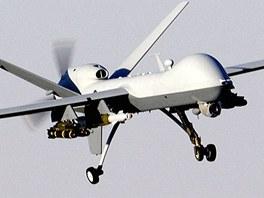 Čínský bezpilotní stroj Yi Long UAV a americký MQ-9 Reaper