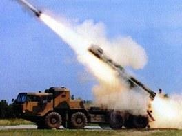 Ruský raketomet Smerč a čínský raketomet A100