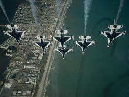 Letecká skupina Thunderbirds amerických vzdušných sil na strojích F-16