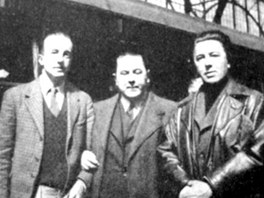 Vítězslav Nezval (uprostřed) s předními francouzskými surrealisty André