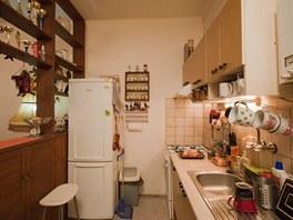 Kuchyňská linka nenabízela příliš úložného prostoru.