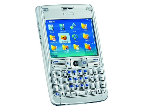Nokia E61 byla konkurencí pro smartphony BlackBerry a ve své době se stala