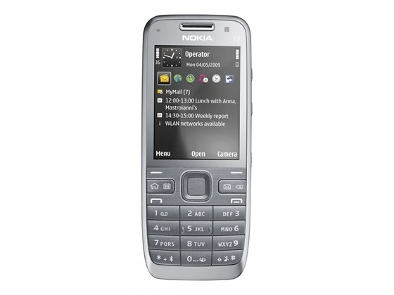 Nokia E52 je posledním klasickým modelem pracovní řady E a už za svého