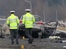 Policisté zjišťují, proč řidič do zátarasu najel.