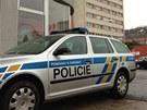 Policie před ubytovnou ve Vrbově ulici v Praze 4, kde se zabarikádoval muž