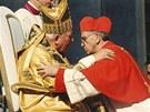 Bergoglio na setkání s papežem Janem Pavlem II. v roce 2001.