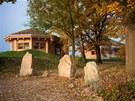 Jeden ze školicích srubů v Akademii Libchavy. Foto: archiv Akademie