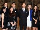 Nejmladší syn královny Alžběty II. princ Edward předal v Černínském paláci v