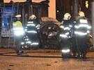 U stanice metra Malostranská v noci na pondělí uhořel taxikář. Od hořícího auta