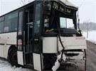 V Jirnech v úterý ráno na sněhu havaroval linkový autobus. Tři lidé se lehce...