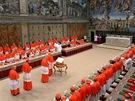 Kardinálové se sešli v Sixtinské kapli ve Vatikánu, aby zvolili nového papeže,