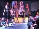 Přehlídka modelů Beaty Rajské na Andělském plese v Žitě.