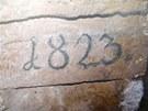 Datum nalezené na stěně koryta Nečíze v Litovli