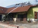 Na st�e�e domu v Tismic�ch na Kol�nsku sho�ely fotovoltaick� panely. �koda je