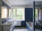 Koupelna 1 byla při rekonstrukci rodinného domu umístěna v ložnicové zóně, okno