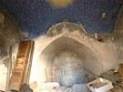 Gotická freska Posledního soudu v podzemí fary v Broumově.