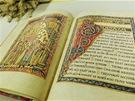 Původní rukopis je samozřejmě z pergamenu. Moderní kopie si musela vystačit s...