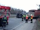 převrácený kamion zablokoval silnici R10 u Staré Boleslavi ve směru na Prahu