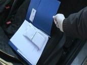Policie oba muže zadržela přímo při předání peněz, půl milionu korun bylo v