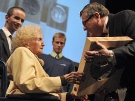 Devětadevadesátiletá lékařka Irma Němečková se stala 25. října 2012 držitelkou