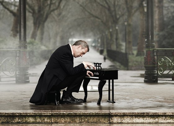Hugh Laurie (z obalu alba Didn't It Rain)