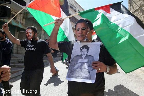 Pochod palestinských aktivistů proti izraelské okupaci.