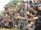 Syrští povstalečtí bojovníci nedaleko Aleppa (25. března 2013)
