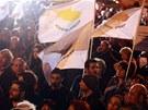Demonstrace p�ed s�dlem kypersk�ho prezidenta v Nik�sii (27. b�ezna 2013)