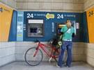 Kyperská vláda omezila výběry z bankomatů (28. března 2013)