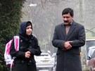 Malalaj Júsufzaiová s otcem při první cestě do školy v Británii (19. března 2013)