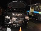 Dvě osobní auta poničila kola kamionu, která se uvolnila za jízdy. I přes velké