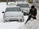 Ukrajina se ze sněhové kalamity podle vyjádření úřadů pomalu ale jistě dostává.