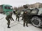 Do boje s kalamitou v Kyjevě vyrazila i obrněná vozidla.