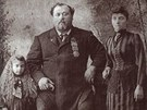 Louis Cyr s manželkou Melinou a dcerkou Emilianou