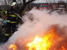 Požár skládky u Skřivan na Hradecku způsobil bezdomovec. (25. 3. 2013)