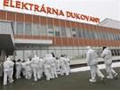 Evakuovaní pracovníci elektrárny.