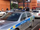 V n�kupn�m centru Plaza v Plzni se propadla ��st stropu, z�chran��i evakuovali