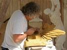 Při tvorbě sochy použil božanovský pískovec z broumovského lomu. Ten se totiž