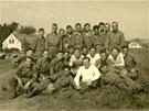 Americká armáda v květnu 1945 v Sokolově. Vojáci se fotili na místě, kde dnes