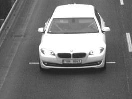 Průmyslové kamery zachytily podezřelý vůz, jehož posádku tvoří pravděpodobně