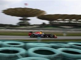 Sebastian Vettel z Red Bullu míří za pole position ve Velké ceně Malajsie