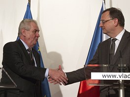 Miloš Zeman a Petr Nečas na tiskové konferenci po návštěvě jednání vlády.