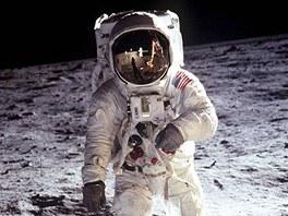 Astronaut Edwin E. Aldrin na povrchu Měsíce během mise Apollo 11 (21. července