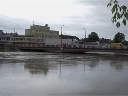 Řeka Morava kulminuje v Uherském Hradišti (19. května 2010)