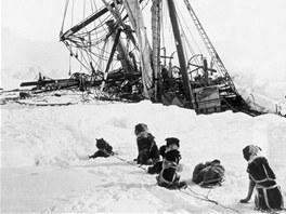Loď Endurance v ledovém sevření