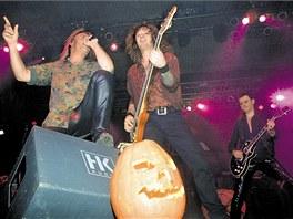 V roce 2003 koncertovala skupina Helloween ve zl�nsk� sportovn� hale, tentokr�t